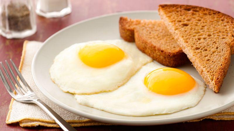 Uova a colazione: benefici, abbinamenti e quantità