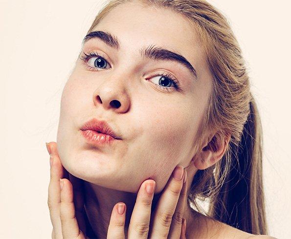ginnastica facciale per solchi naso labiali