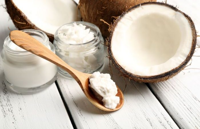 Olio di cocco per capelli: benefici, come usarlo e dove comprarlo