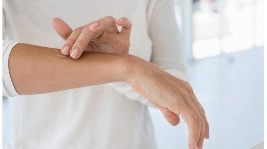 Pelle secca su braccia e gambe: 3 rimedi naturali davvero efficaci