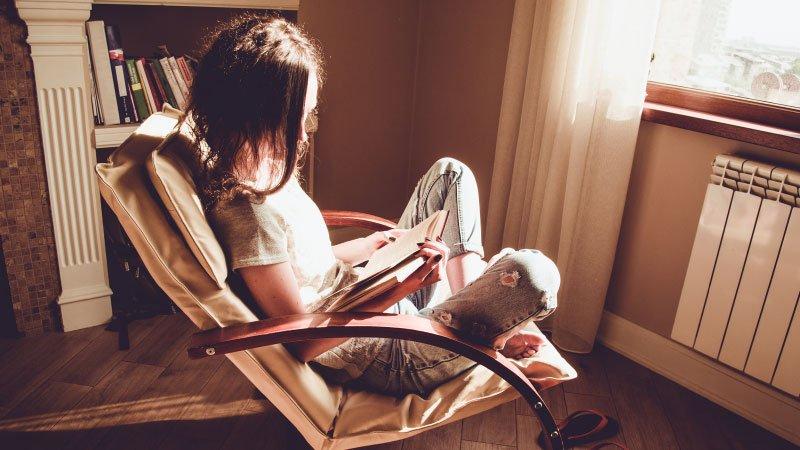 Poltrone comode per leggere: le 5 migliori per il tuo angolo lettura
