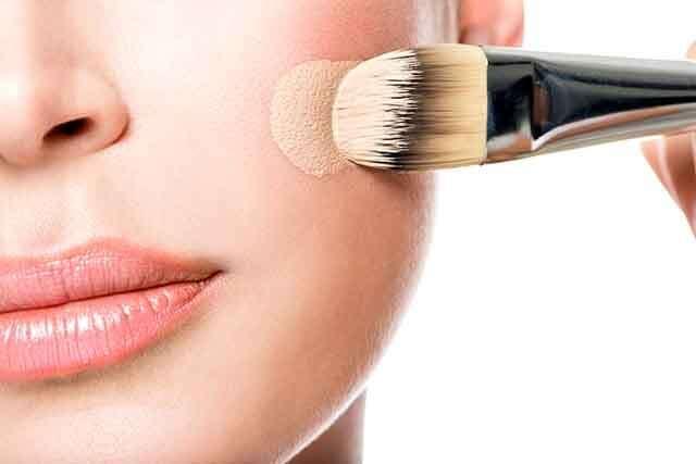 Rughe naso-labiali: come nasconderle con il trucco