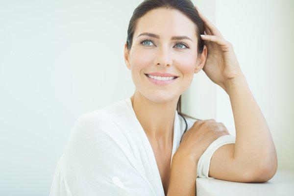 Come rassodare il viso: esercizi e rimedi naturali